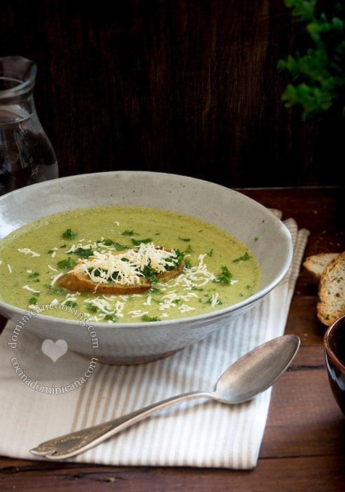 best-cream-broccoli-soup   SmartLittleCookie.net