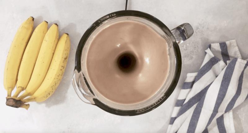 picture of a blender mixing banana Nutella Milkshake ingredients