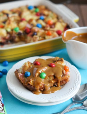 M&Ms Crispy Bread Pudding with Dulce de Leche Sauce | SmartLittleCookie.net