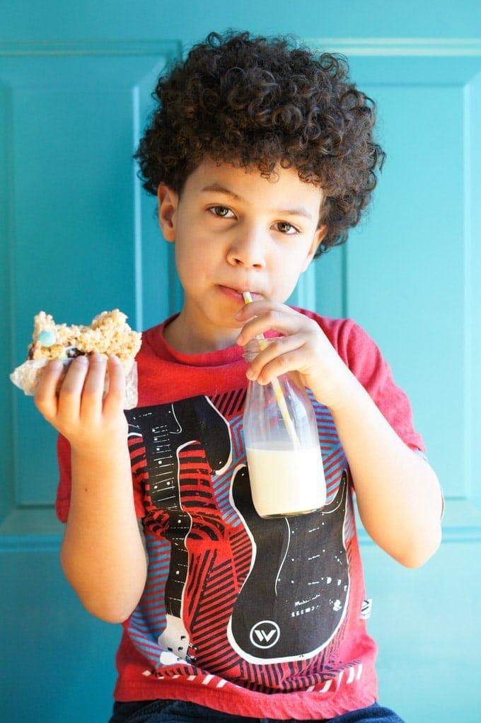 Rice Krispies Treats with M&M Chocolates | SmartLittleCookie.net