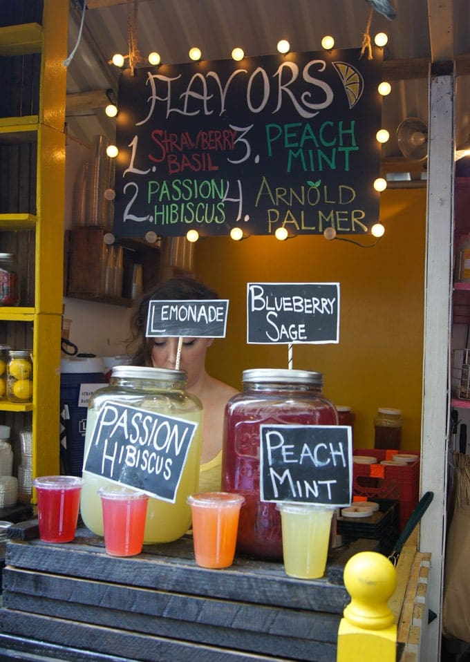 A store front with fresh lemonades.