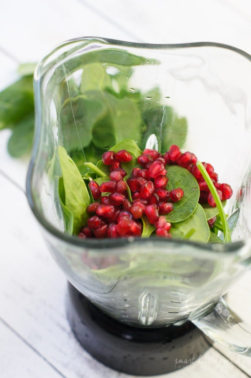Holiday Detox Green Coconut Pomegranate Smoothie ~ A healthy green smoothie with refreshing coconut water and sweet pomegranate - perfect for body detox after the holidays.