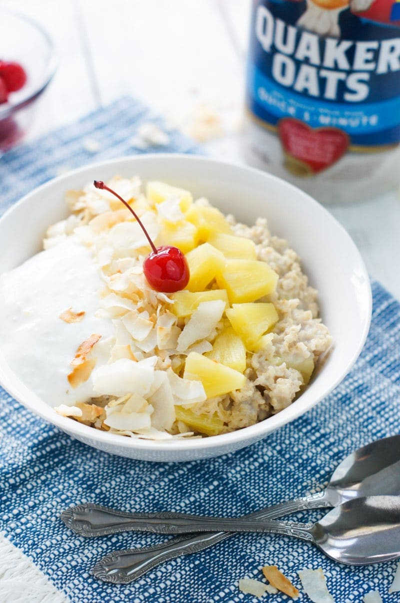 Fresh, tasty and with all the flavors of the Caribbean, this Piña Colada Oatmeal Bowl tastes just like the delicious beachy drink
