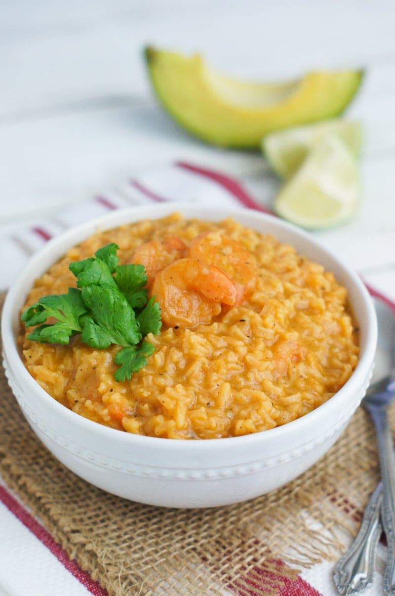 Con todos los ingredientes en una sola olla, este asopado de camarones es muy fácil de preparar. En solo 30 minutos, tendrás una deliciosa y abundante sopa que le encantará a toda la familia.