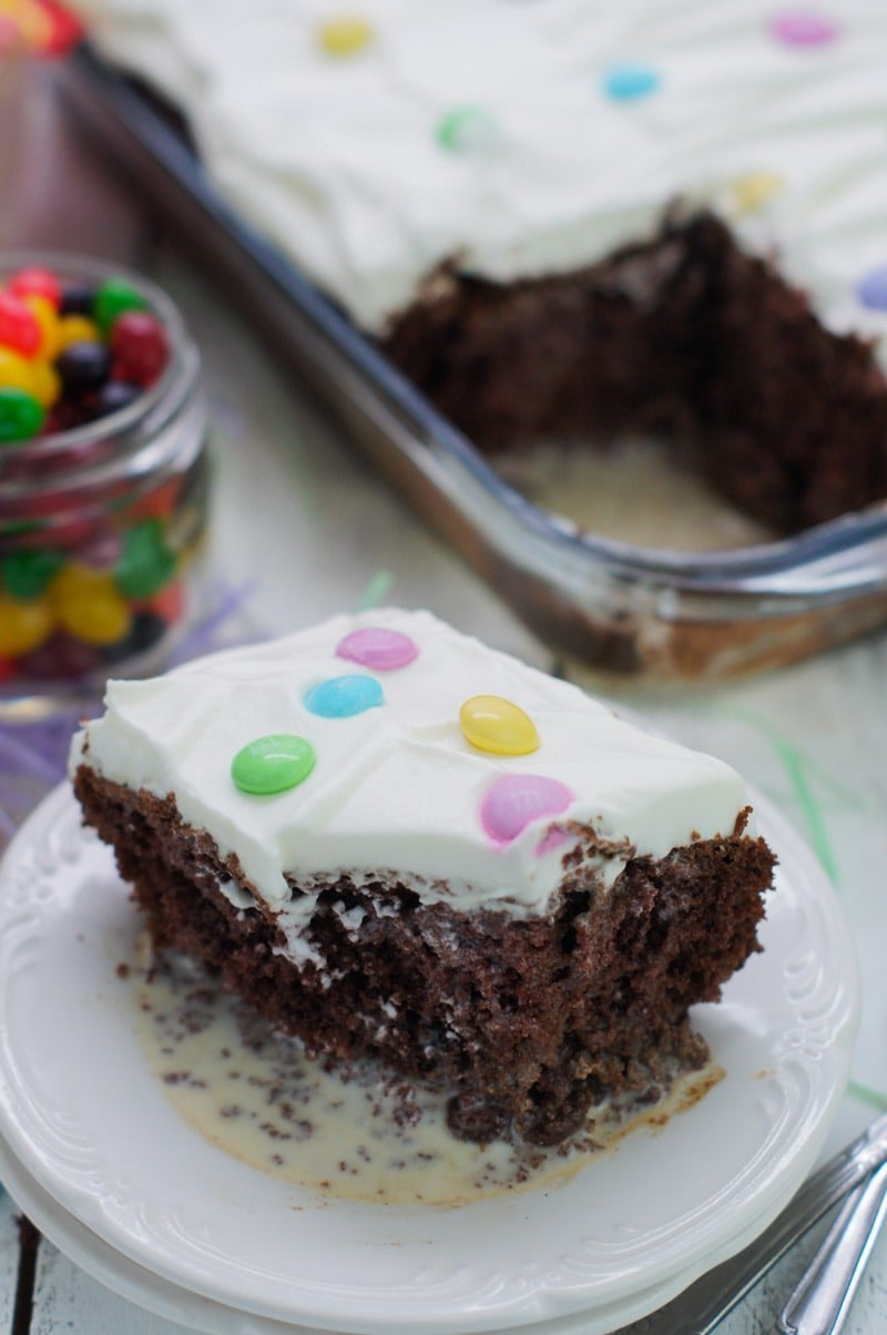Soaked on a delicious milk mixture, this Chocolate Tres Leches Cake with M&M'S® is sweet and extra chocolaty. The perfect dessert to celebrate pascua.