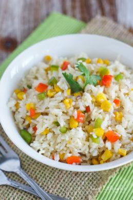 Close up of the arroz primavera garnished with fresh cilantro.