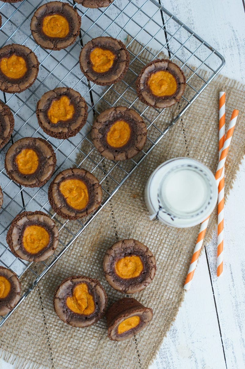 Pumpkin Cheesecake Brownie Bites ~ Chocolaty, gooey brownie bites filled with a delicious pumpkin cheesecake cream. The perfect snack to share this Halloween.