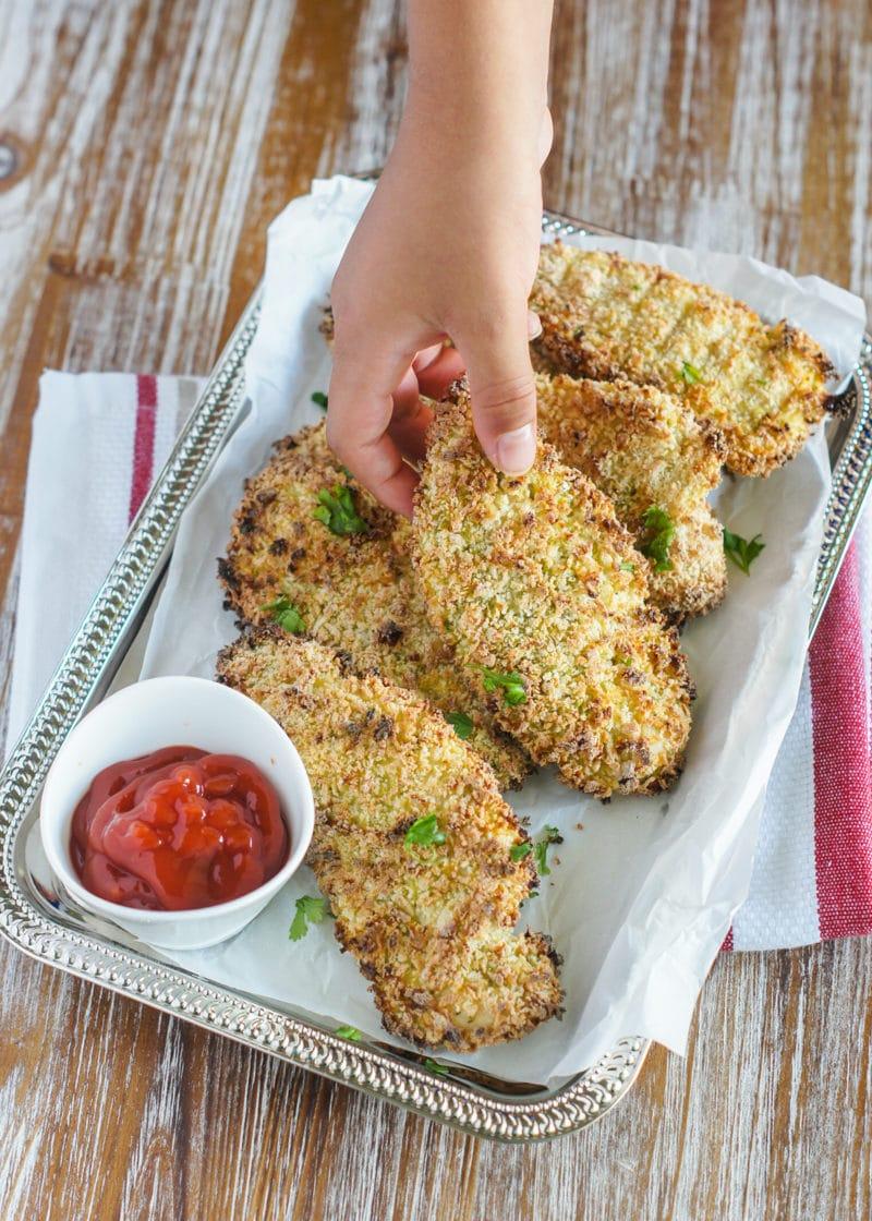Tiras de Pollo al Horno Estilo Latino ~ Las mejores y más crujientes tiras de pollo hechas con todos los sabores de la cocina Latina. #ChickenTenders