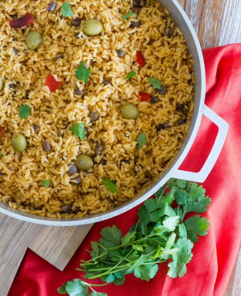 Arroz con Guandules (Pigeon Peas Rice) ~ This delicious rice is the side dish of choice at every Dominican and Puerto Rican holiday dinner. Made with pigeon peas and a mixture of Latin seasonings, this popular rice dish its perfect for Noche Buena. #NochebuenaConIMUSA #ad