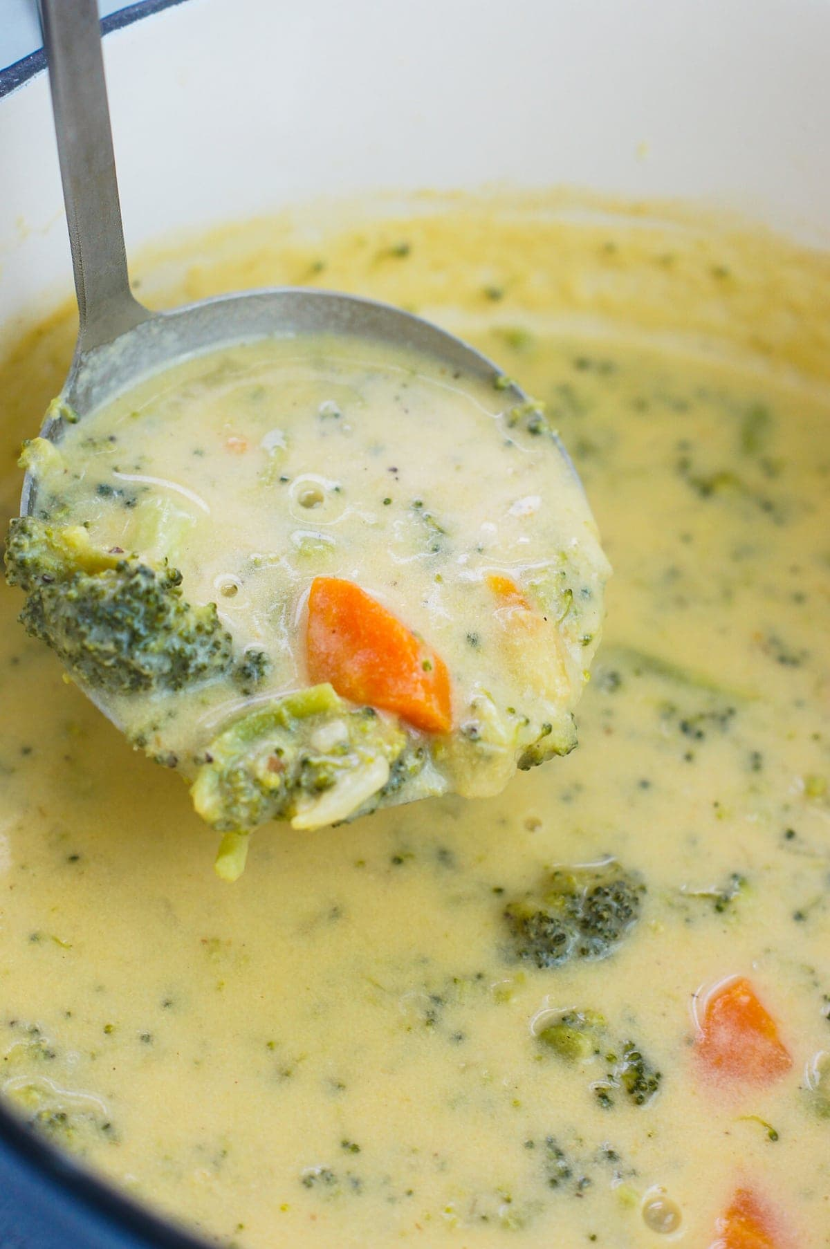 A simple cheese broccoli soup recipe that is easy to make and filled with delicious cheddar cheese, broccoli and carrots. smartlittlecookie.net #soup