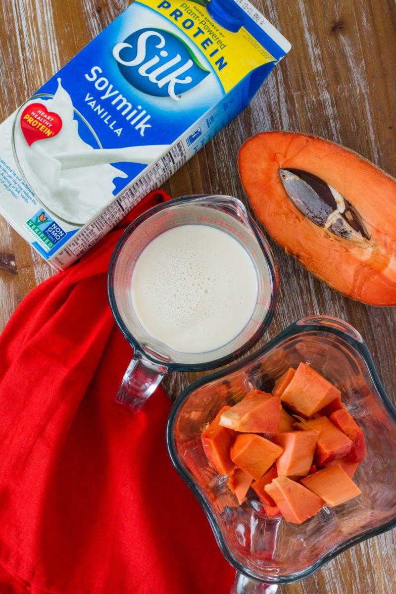 Batido de Mamey saludable ~ Un smoothie (batido) de frutas tropicales con todos los sabores del tradicional batido de Mamey (Zapote) hecho más saludable. mydominicankitchen.com