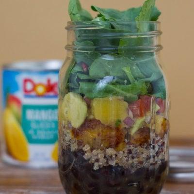 Ensalada de Quinoa Estilo Cubano con Salsa de Mango y Aguacate