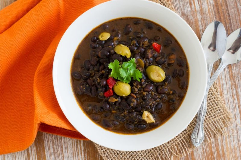 Quick and easy Dominican Black Beans Stew made with garlic, onions, bell pepper, cilantro and olives. The perfect dish to pour over rice! #quickmeal www.smartlittlecookie.net