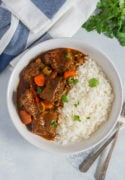 Rabo encendiio served in a bowl on top of white rice.