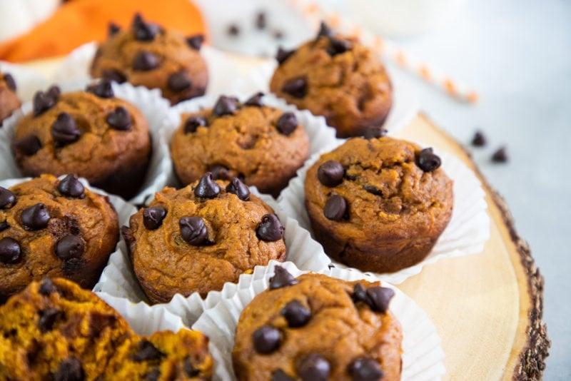 Muffins con chispas de chocolate listos para comer