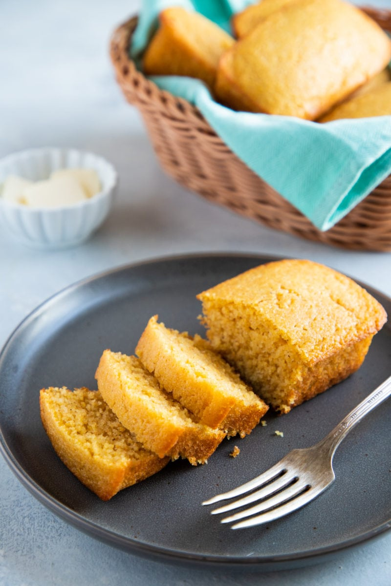 The best easy cornbread recipe. - Smart Little Cookie