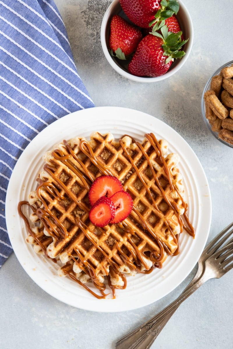 Waffles de Cereal Cinnamon Toast Churros con Dulce de Leche