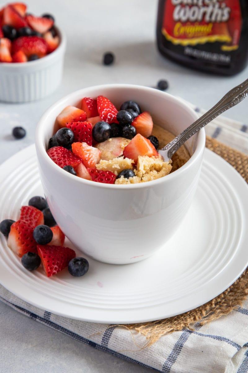 Easy pancake with berries breakfast in a mug