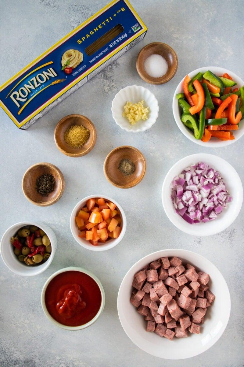 Ingredientes para preparar espaguetis dominicanos