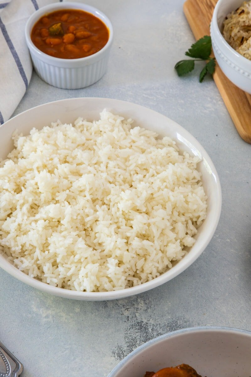 Cooked white rice in a bowl.